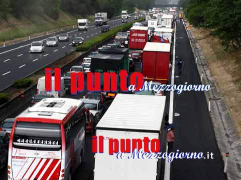 Incidente tra tir in A1, 2 persone decedute e 5 feriti
