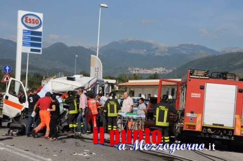 Scontro tra auto e ambulanza, grave incidente stradale a Cassino