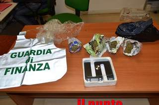 Arrestati, dalla Guardia di Finanza, due albanesi, sequestrato mezzo chilo di marijuana
