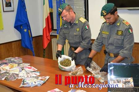 Arrestati dalla Guardia di finanza due spacciatori senegalesi con oltre 500 gr di hashish, cd e dvd taroccati