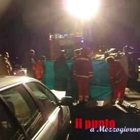 Tragico incidente stradale, 63enne muore in auto in fiamme