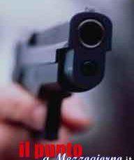 Spari in aria con pistola rubata per allontanare stalker, due arresti ad Anagni