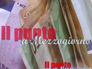 Trova un portafogli con mille euro e lo restituisce al proprietario