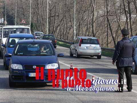 Fuggono all'Alt dei carabinieri, arrestato un 43enne ed espulsa una donna rumena