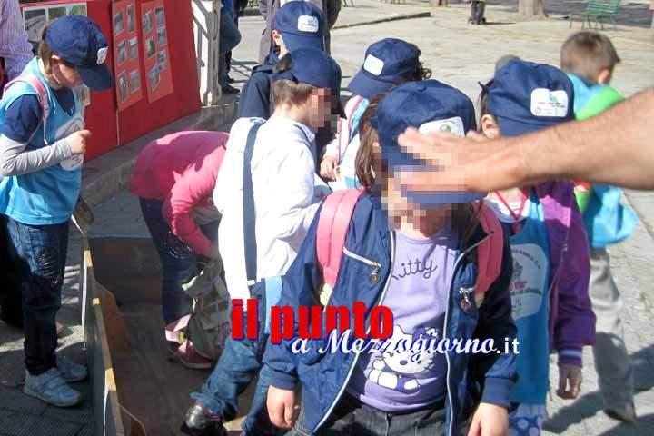 Palpeggiava a scuola bambine di età compresa tra i 5 e i 13 anni, arrestato bidello
