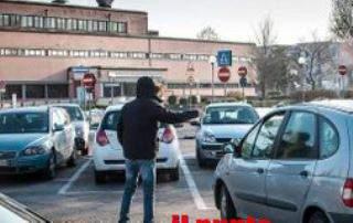 Parcheggiatore abusivo a Cassino, la polizia gli sequestra incasso di 700euro