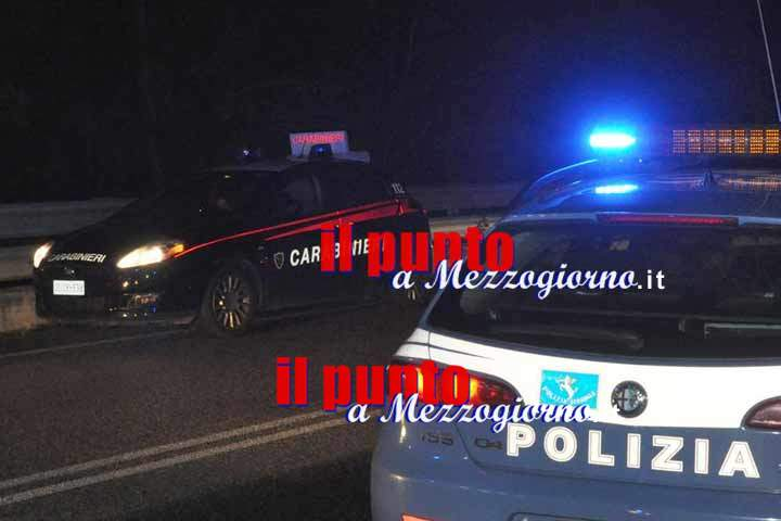 Tenta di accoltellare carabinieri e poliziotti, 25enne arrestato a Piedimonte