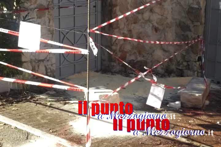 Blocco di marmo killer a Sant'Elia, la trave poggiata su una sfera