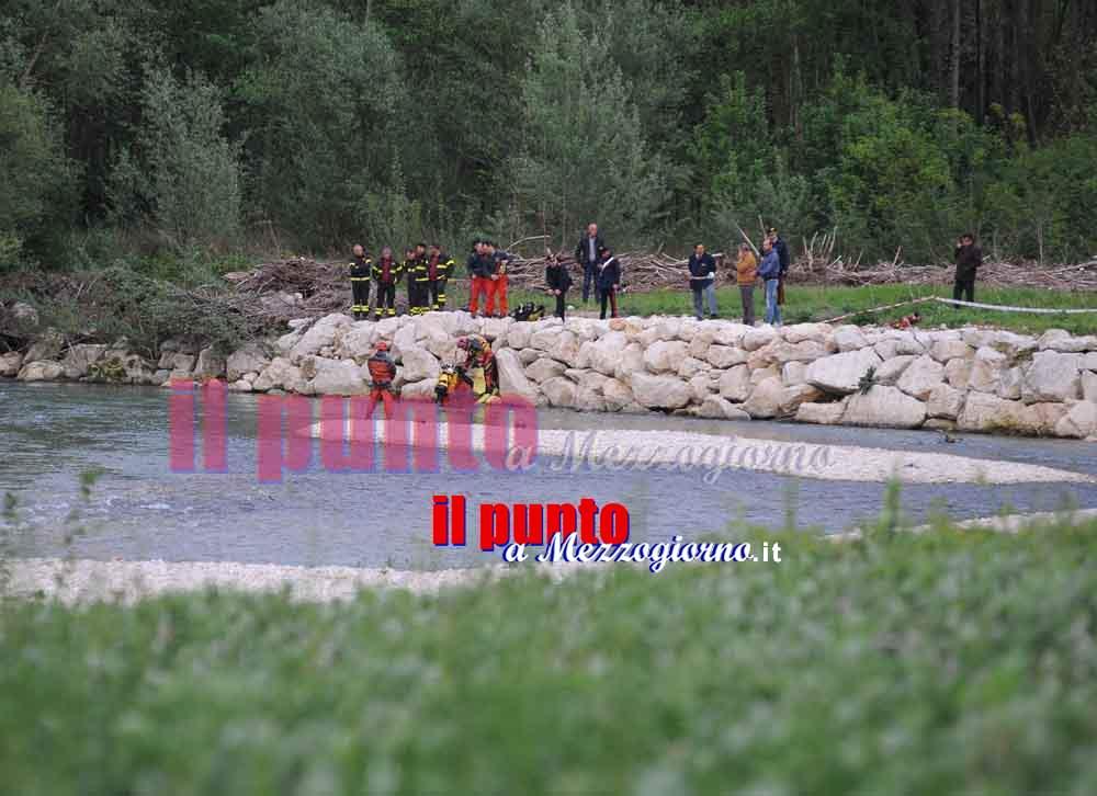 Donna si getta nel fiume Liri, chiusa la diga per agevolare ricerche