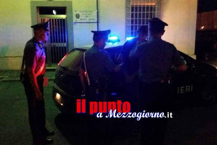 Impedisce scagliandosi contro i carabinieri che controllano il locale della moglie, arrestato 42enne