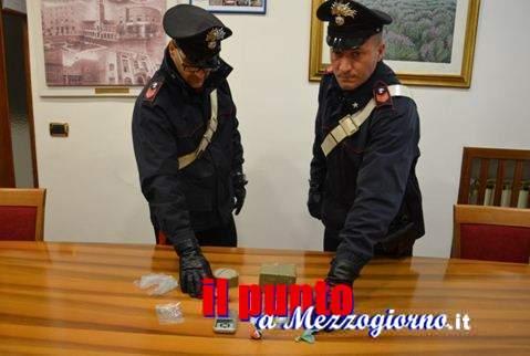 Controllano un'auto e trovano un chilo di hashish, i carabinieri arrestano due persone