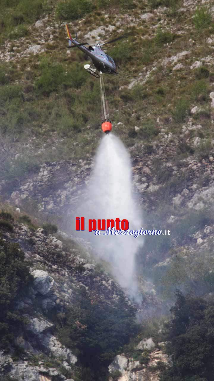 Due incendi inceneriscono boschi e macchia mediterranea