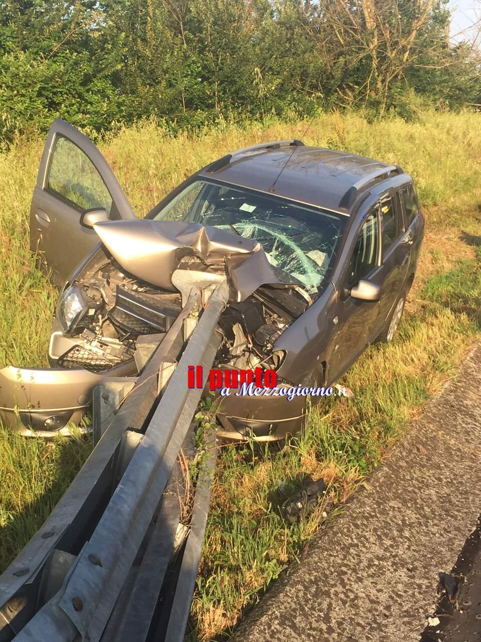 Miracolati dal guardraill a Cassino, l'asse infilza l'auto dopo l'incidente