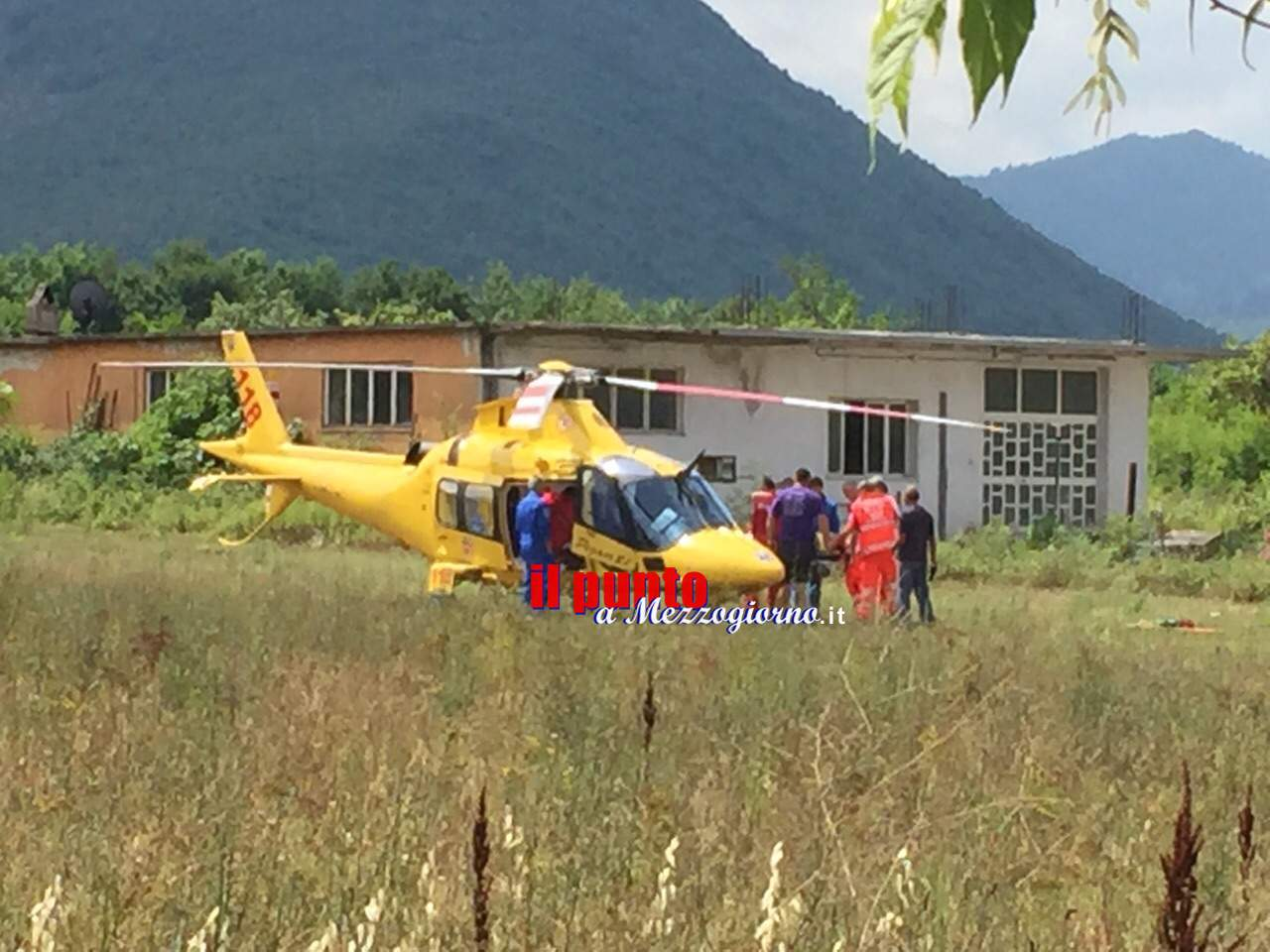 Infortunio sul lavoro a Monte S. Giovanni C., grave elettricista caduto dalla scala