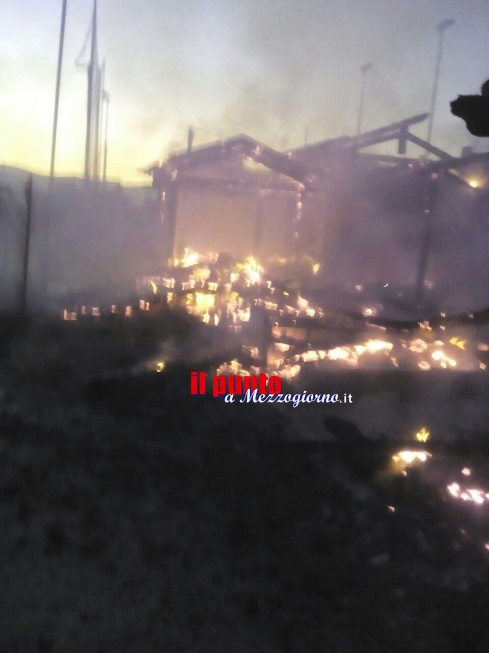 Centro sportivo in fiamme a Priverno