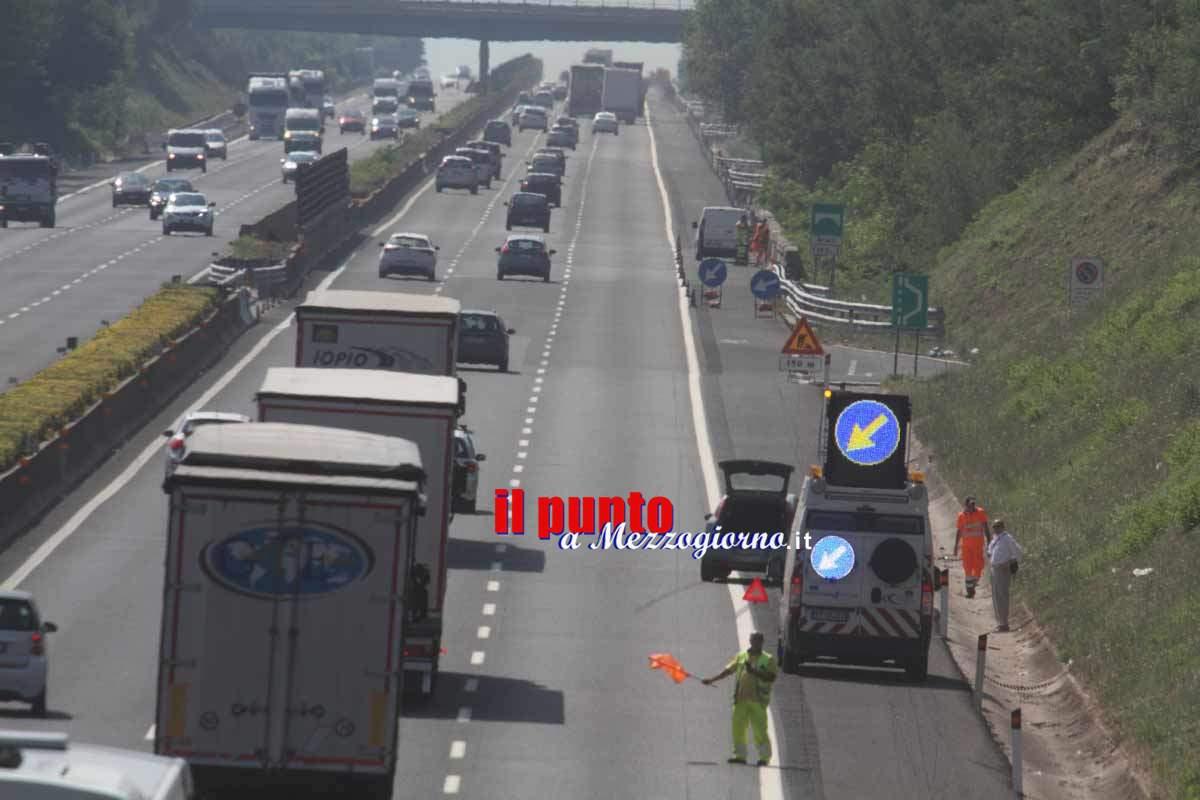 Schianto e incendio tra tre camion sull'A1 tra San Vittore e Capua, un morto