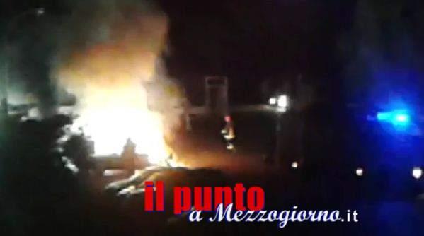 Incidente stradale a Cassino, auto si schianta in via Casilina e prende fuoco