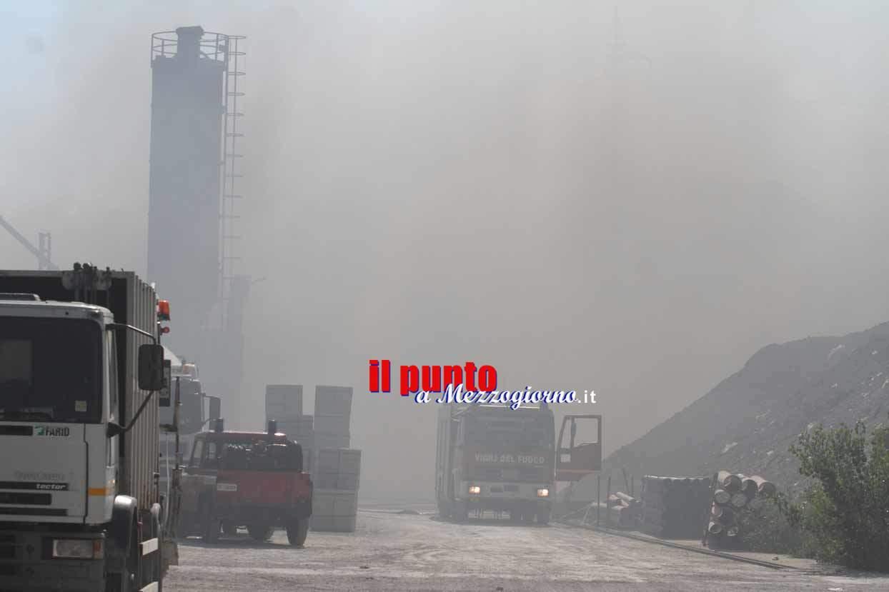 Incendio a Pozzilli nel sito di stoccaggio dei rifiuti – FOTO E VIDEO