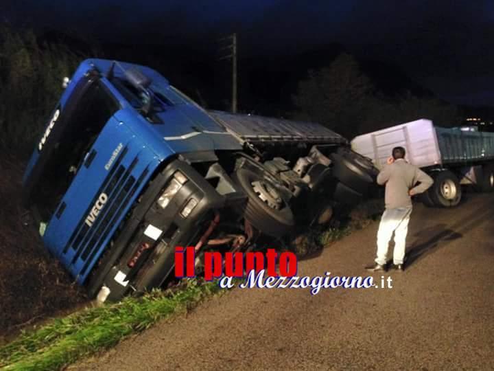 Camion fuoristrada tra Coreno e Santi Cosma, intervengono i pompieri di Castelforte