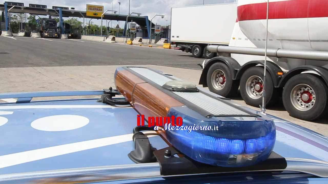 Incidente stradale, mezzo militare si schianta contro la cuspide sull'A1: muore militare