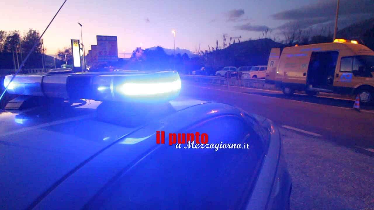 Sull'A1 a Cassino senza assicurazione con coltello e timbro delle Dogane: denunciato 59enne