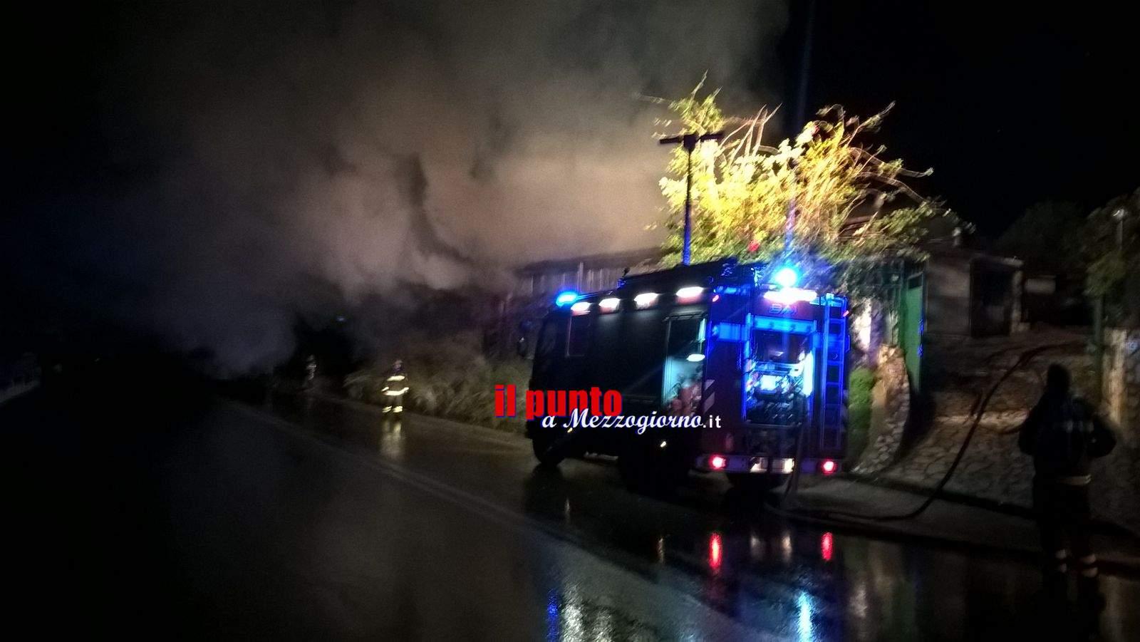 Maserati in fiamme a Priverno, malore da fumo tra i residenti