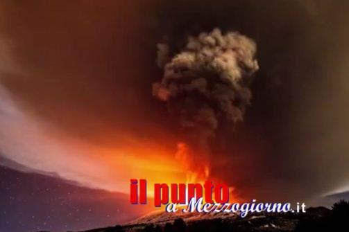 L'Etna osservato speciale, continuano esplosioni e fontane di lava. Ripercussioni su traffico aereo