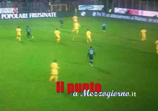 Droga, prepotenza e fumogeni, sei Daspo nella partita Frosinone Ascoli