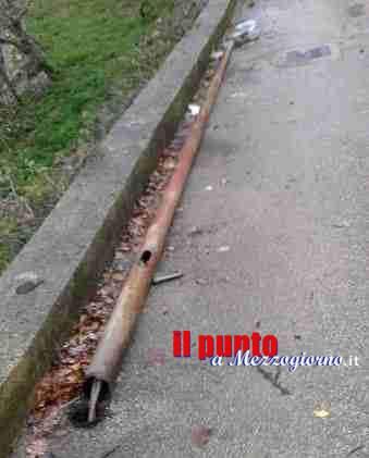 Castelnuovo Parano, via Vallommare strada a rischio caduta lampioni