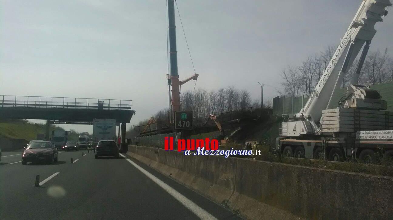 Cavalcavia A1 a Caianello, iniziata la demolizione
