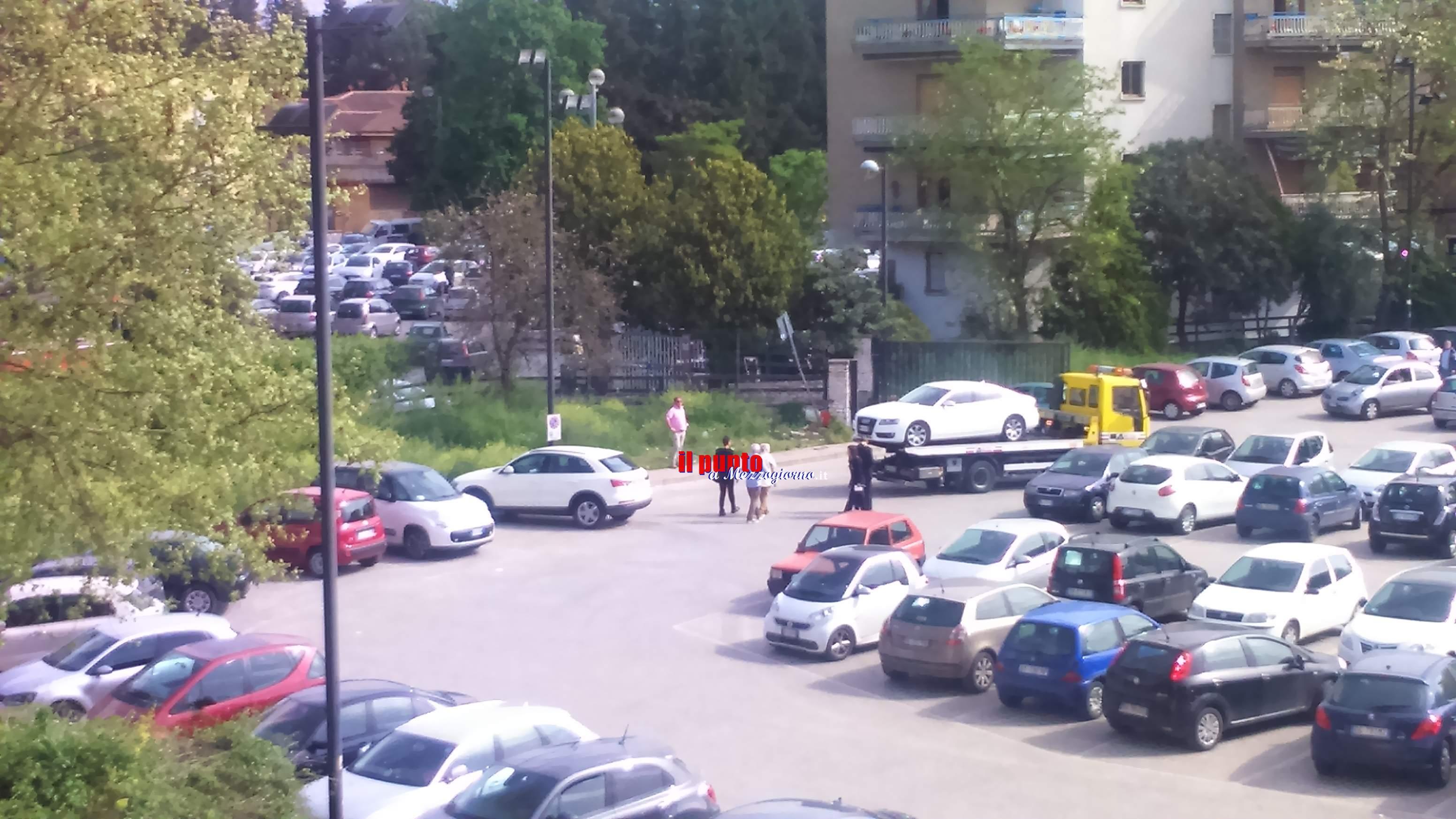 La Polizia locale sanziona e rimuove due auto dai posti per disabili in campo Miranda