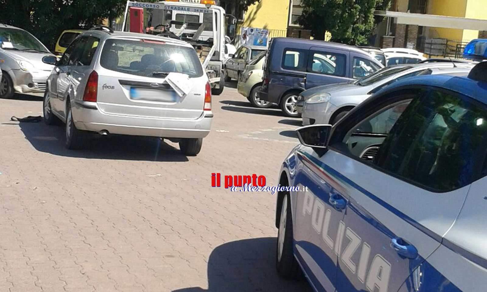 Parcheggi selvaggi in piazza Nicholas Green. Sanzioni e Carro attrezzi in azione questa mattina a Cassino