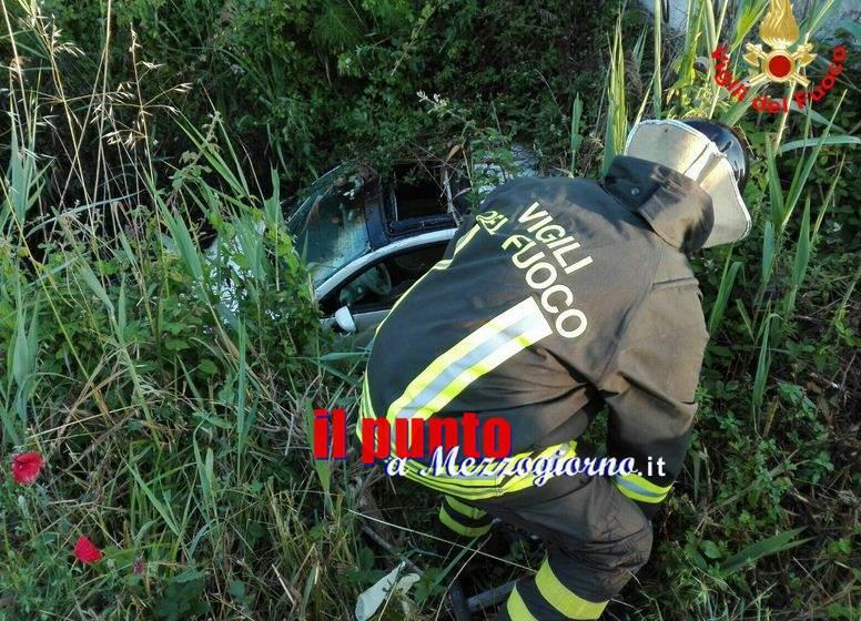 Incidente stradale a San Felice, donna esce di strada e rimane prigioniera della vegetazione