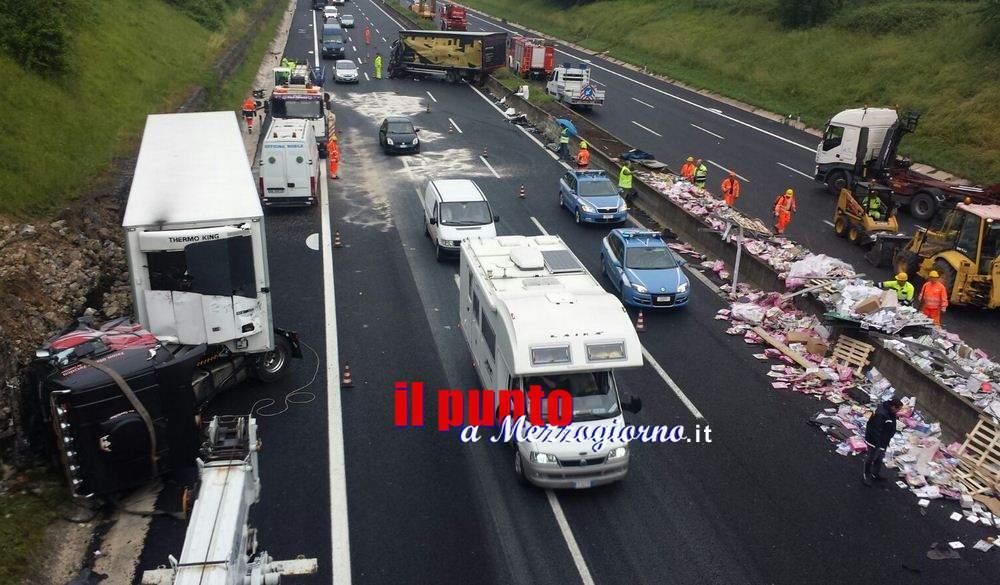 Incidente stradale mortale in A1 tra Cassino e Pontecorvo, un morto e 9 feriti – LE FOTO