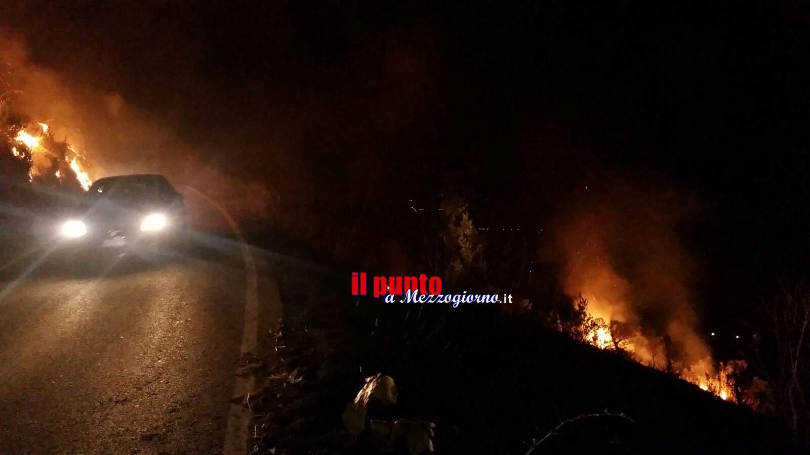 Incendi boschivi, fiamme nella notte a Monticelli di Esperia e tra Cervaro e Viticuso