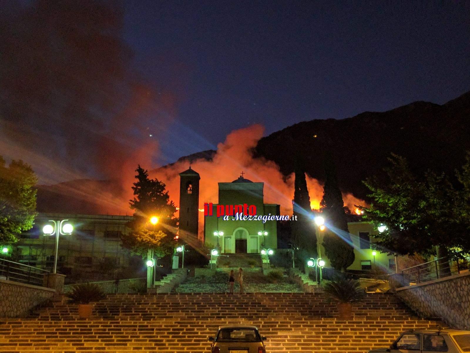Incendio a San Pietro Infine brucia monte Sammucro