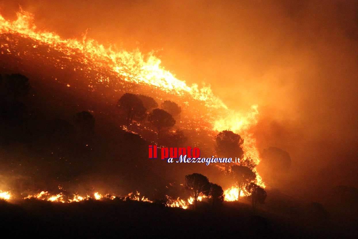 Incendio bosco a Roccasecca e Santopadre minaccia case