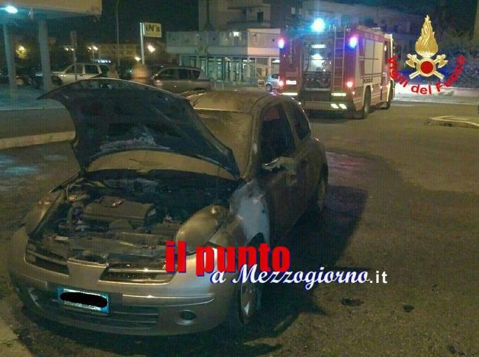 Auto in fiamme ad Aprilia, indagano i carabinieri