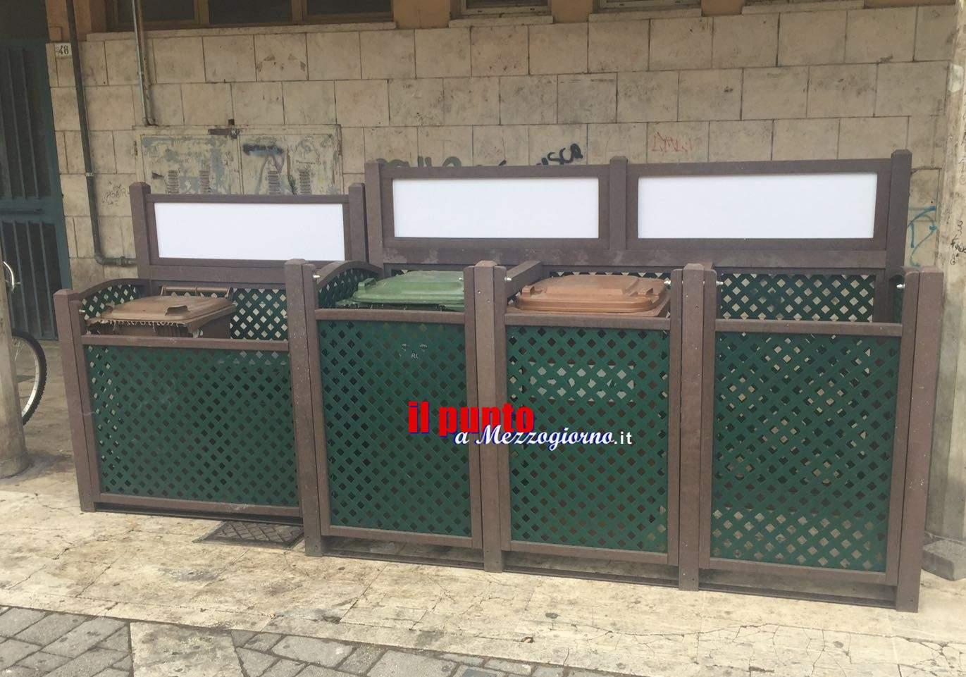 """Raccolta differenziata: Installati in piazza Labriola i primi """"contenitori modulari"""" per i carrellati"""