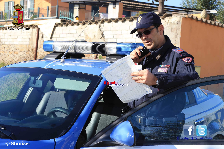 L'intervento tempestivo di agenti della Polizia evita un incendio
