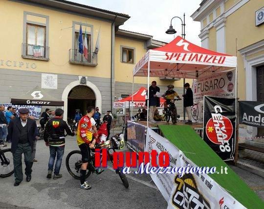 Mountain bike volano turistico a Cervaro, l'antico sentiero per Viticuso attira centinaia di appassionati
