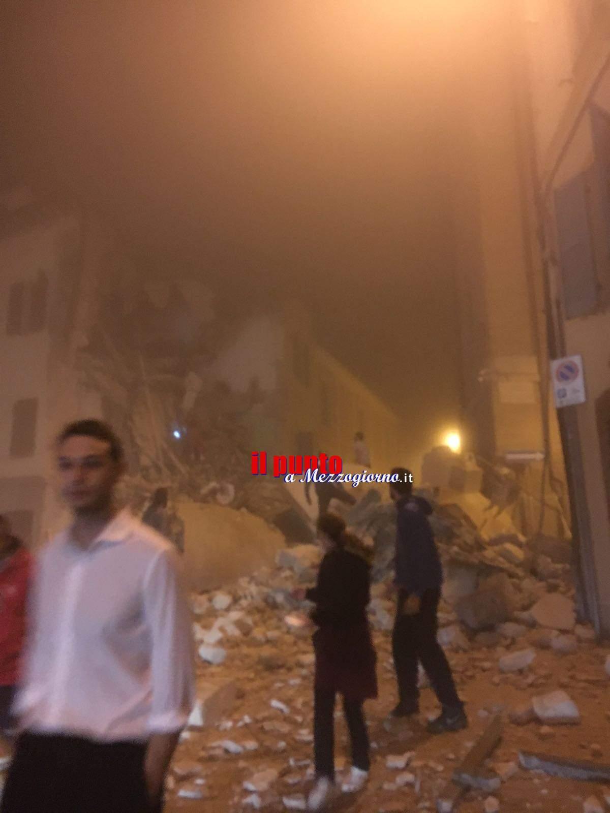Terremoto, terrore nel centro Italia. Centinaia di scosse