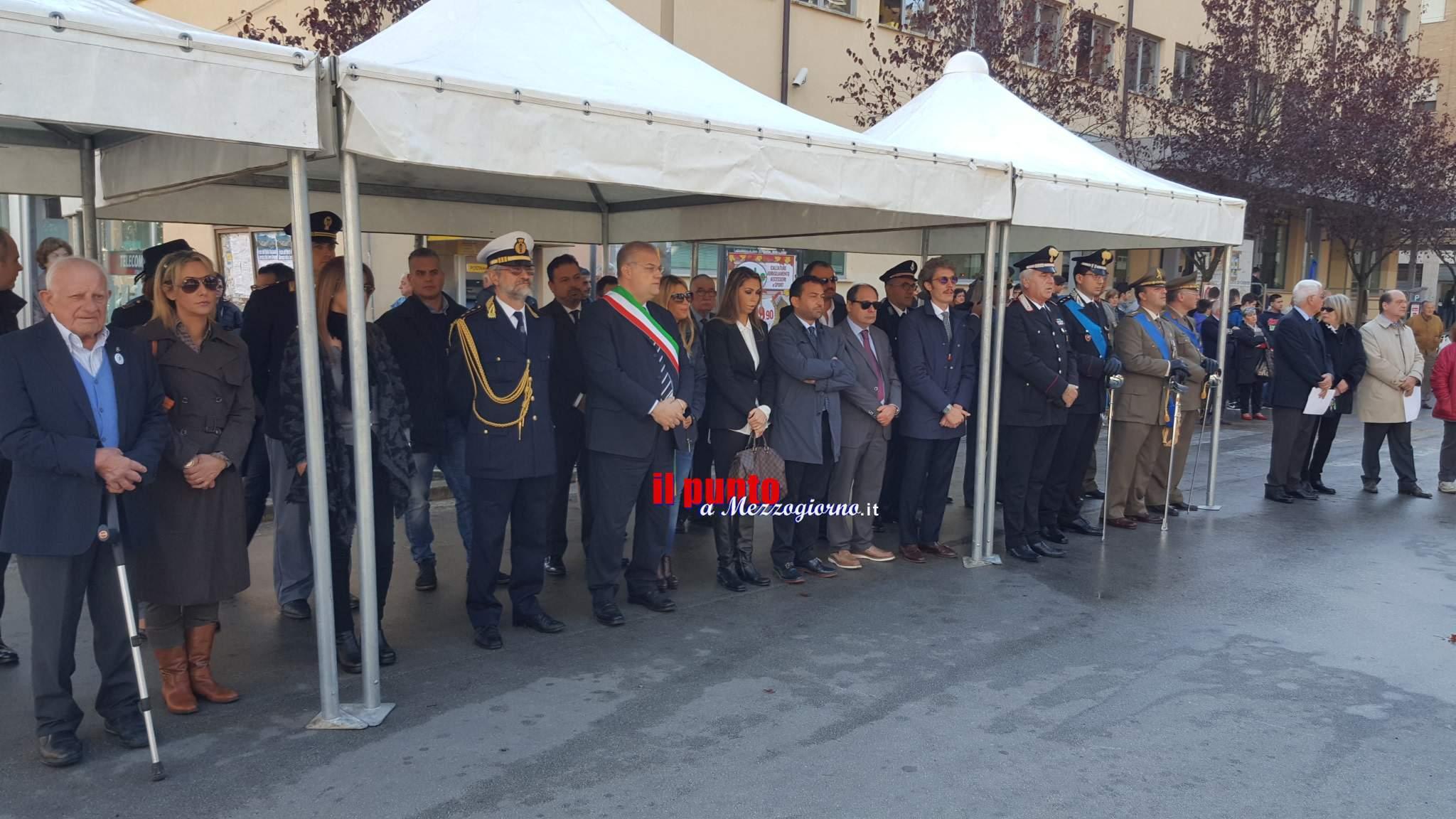 """Celebrata la """"Giornata dell'Unità d'Italia e delle Forze Armate"""" in piazza De Gasperi"""