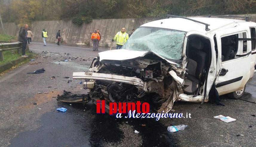 Incidente stradale mortale sulla Montilepini, la vittima è 40enne sbalzata fuori da abitacolo