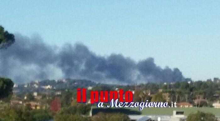 Incendio a Genzano, brucia materiale plastico in un vivaio. Allarme inquinamento