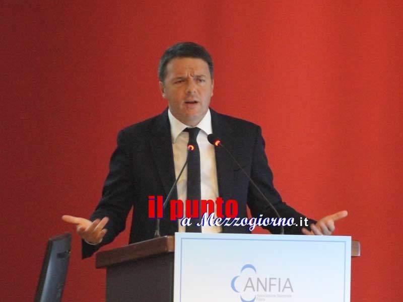In Fiat 126 al Referendum, Renzi a Cassino tenta di fare il Marchionne