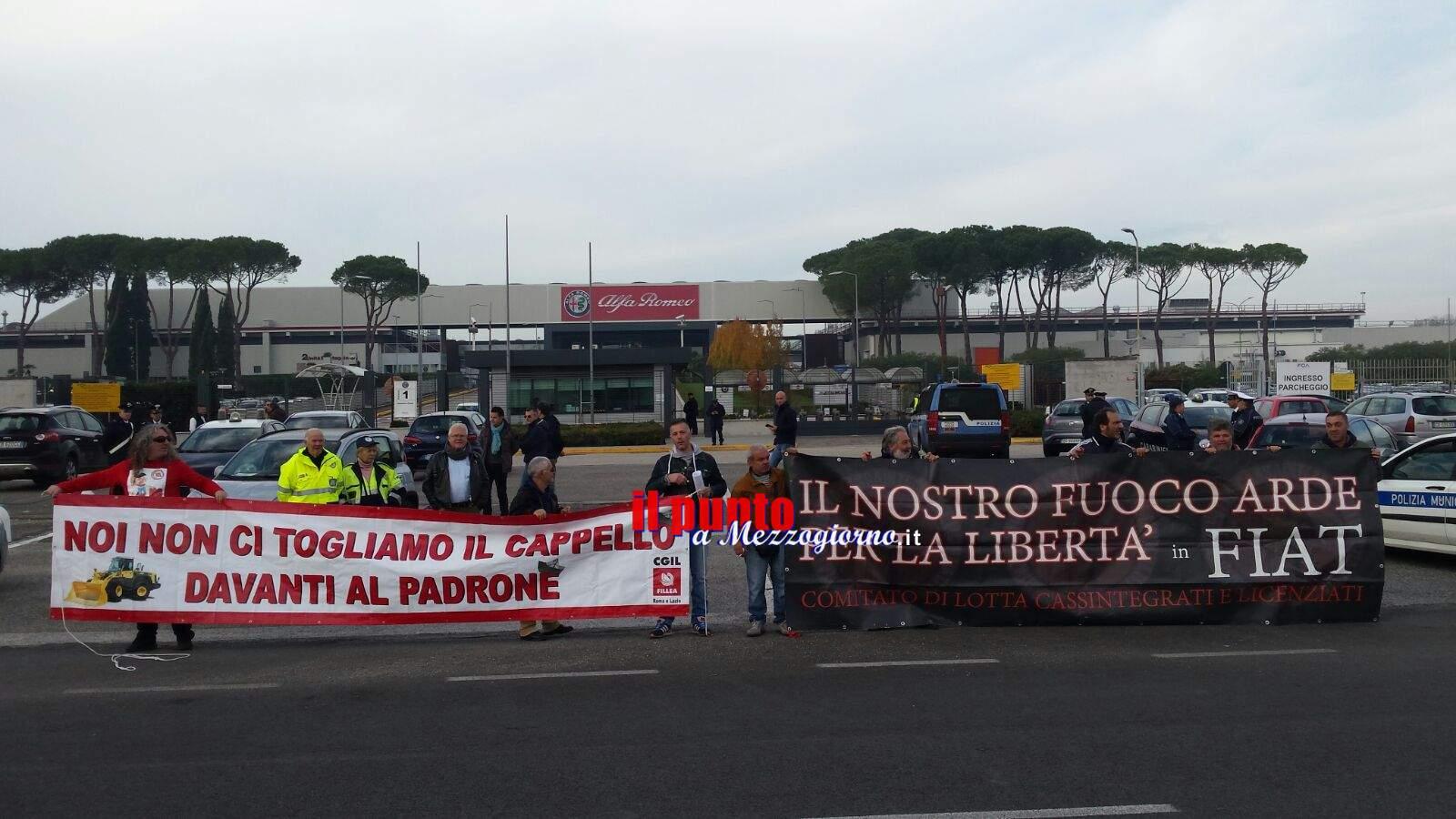 Anche i 5 operai di Pomigliano davanti i cancelli Fca di Cassino
