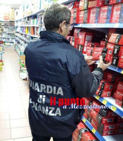 Luci di Natale e bigiotteria pericolosa, la Finanza sequestra 140mila prodotti tra Alatri e Fiuggi