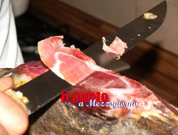 Taglia il prosciutto e l'arteria femorale (la sua), grave commerciante di Cassino