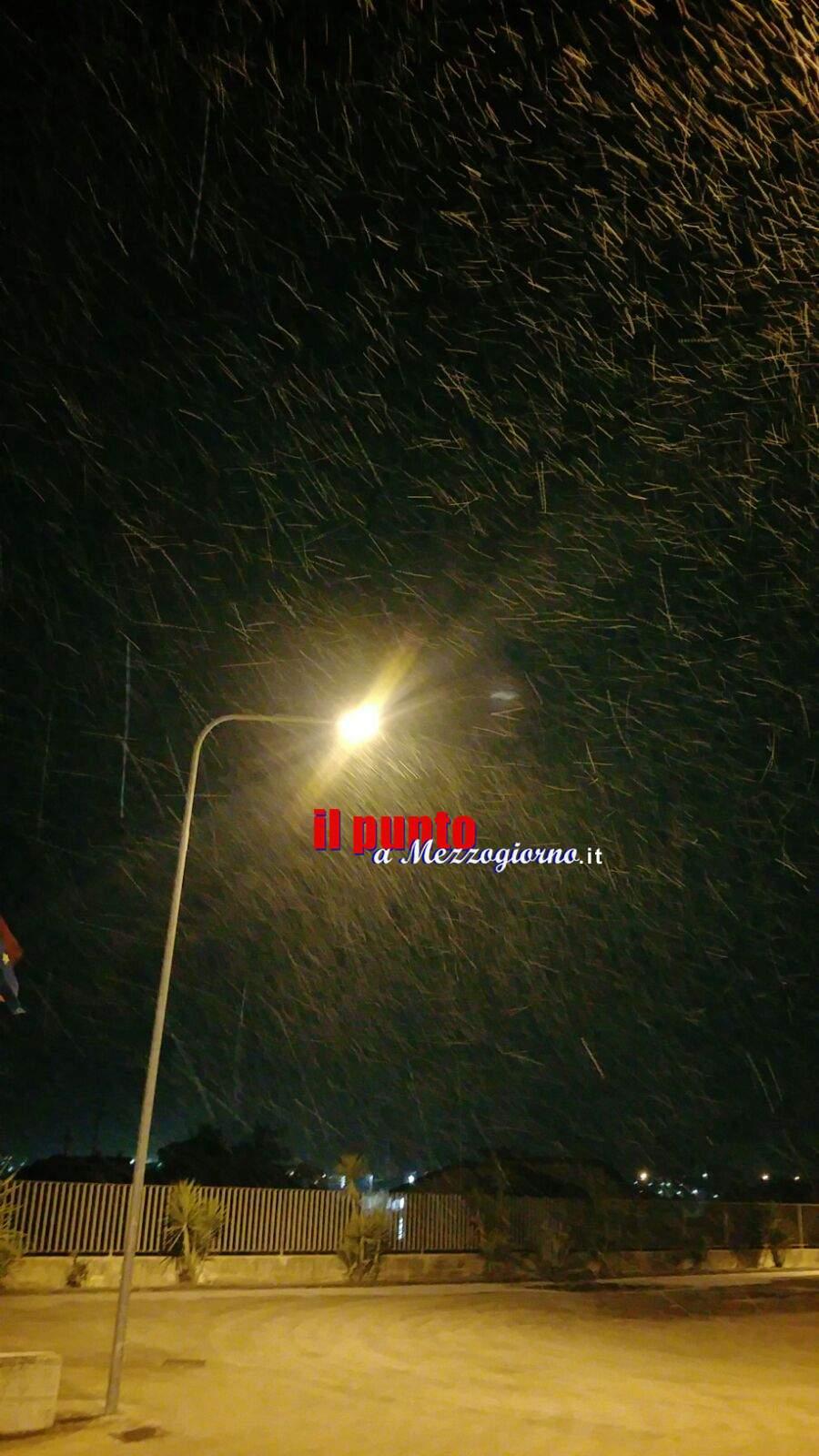 La Befana porta la neve, fiocchi anche a Cassino. Auto in panne a San Donato